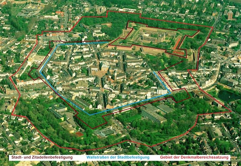 Jülich Luftbild 2000 inkl. Markierung der historischen Bereiche.